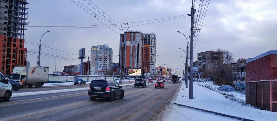 Реклама на уличном  медиафасаде на Фрунзе Новосибирск